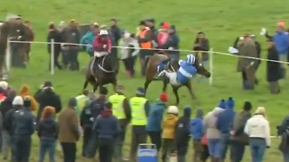 Jockey makes incredible recovery after nearly falling off his horse and wins the race