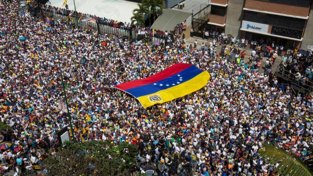 Former Clinton White House chief of staff: Venezuela shows democracy can be fragile thumbnail
