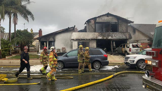 5 dead after small plane crashes into Southern California neighborhood