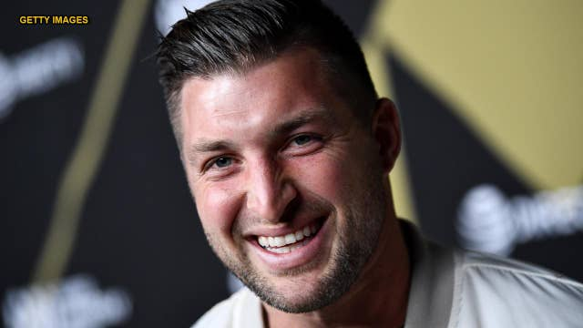 Tim Tebow gives 'perfectly timed' response to someone yelling 'Jesus' after his swing