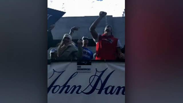 Patriots Rob Gronkowski chugs beer at Super Bowl parade