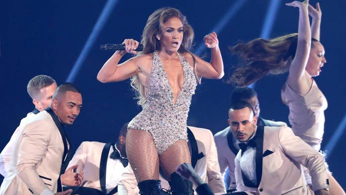 Jennifer Lopez duets with daughter, 11, at concert tour opener