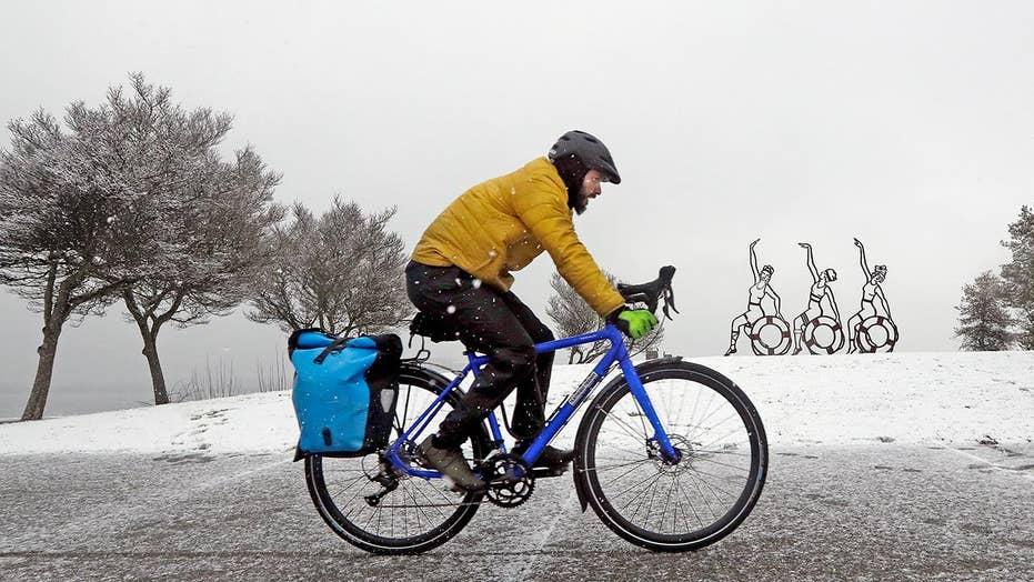 Series of winter snowstorms slam Seattle