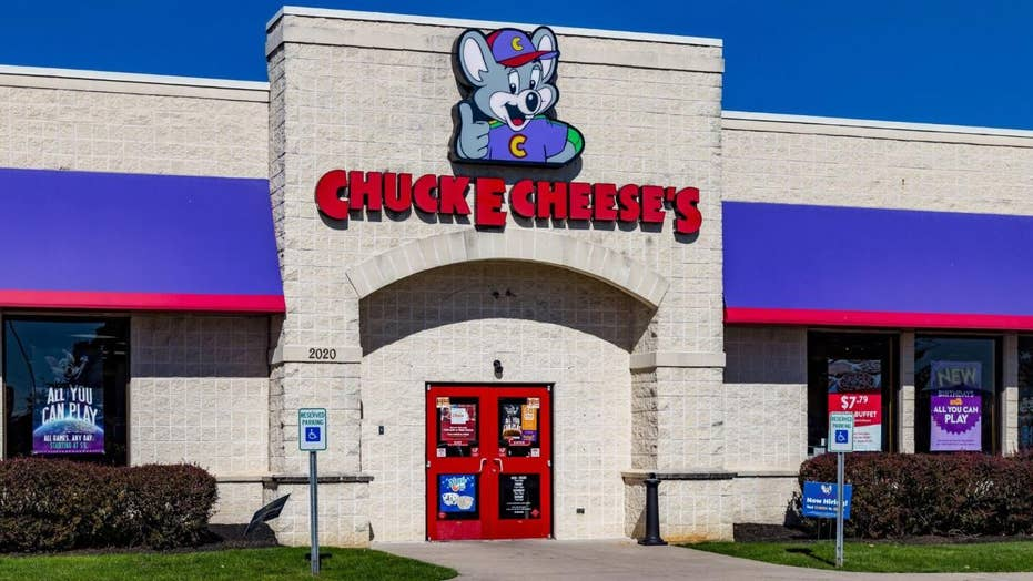 Chuck E. Cheese denies rumors that they splice together uneaten slices to form fresh pizzas