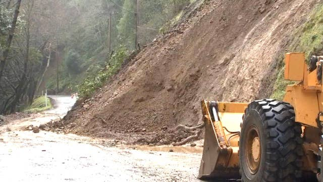 Torrential rain causes mudslides in California thumbnail