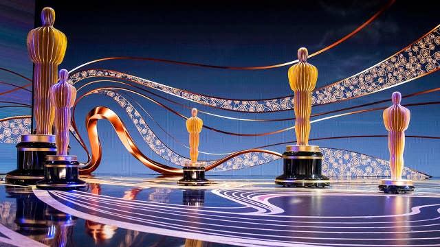 Actors bring 'wall' politics to the Oscars