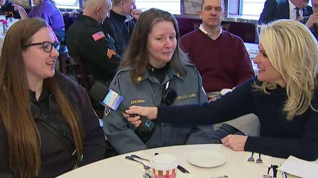 New Jersey diners enjoy 'Coffee with a Cop' at local restaurant