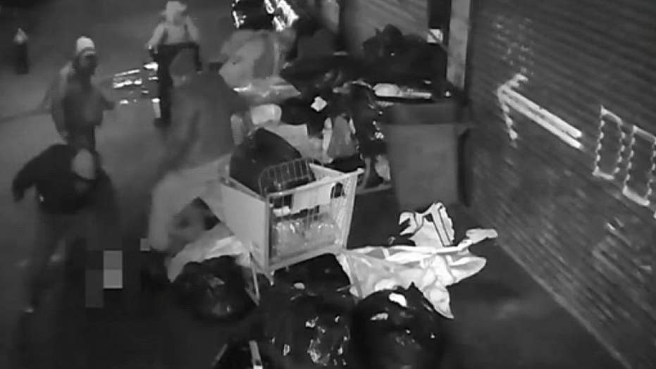 Warning, graphic content: NYPD search for men who attacked homeless man in Brooklyn, stole money
