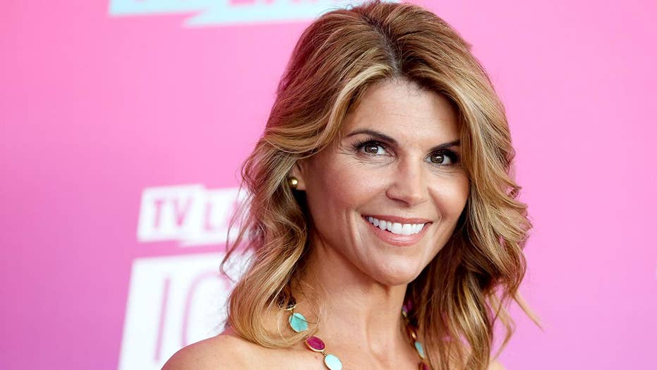 Actress Lori Loughlin's bond set at $1 million for involvement in college admissions scheme