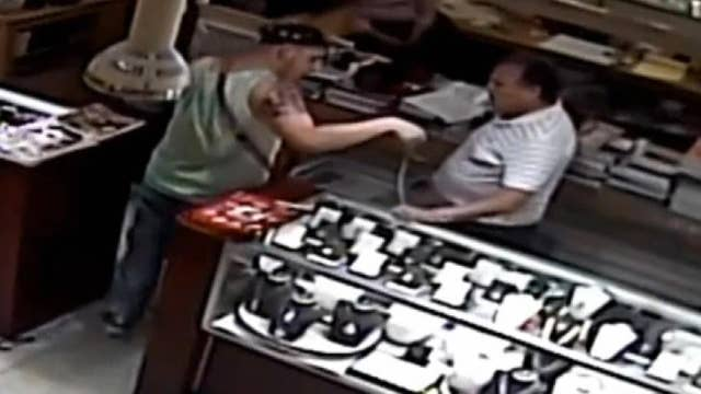 Jewelry thief thwarted by 74-year-old store owner in Florida