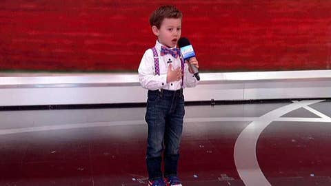 Pint-sized patriot sings the national anthem