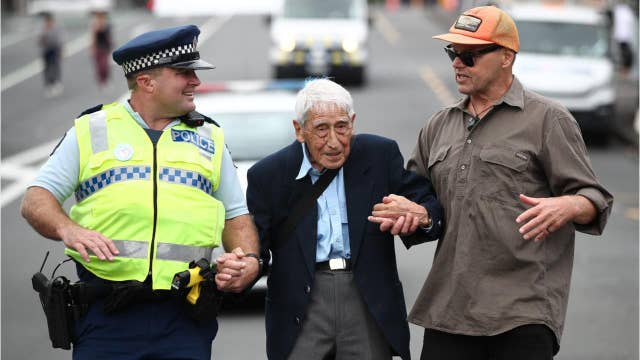 95-year-old WWII veteran takes four buses to march after New Zealand mosque shootings
