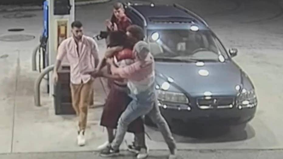 Spring breakers fight back against gunman in attempted robbery caught on camera