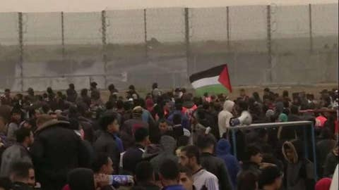 Palestinians gather to mark one year of weekly border protests