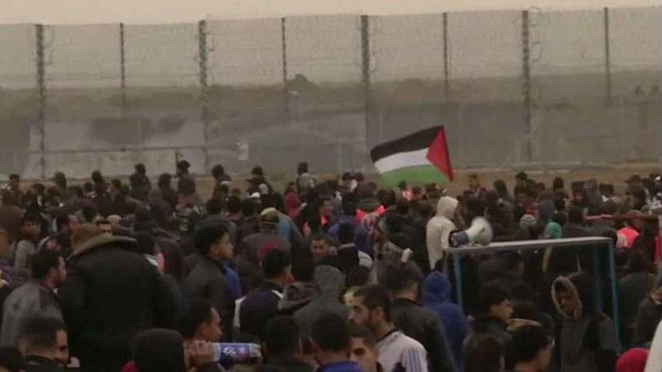 Thousands of Palestinians gather to mark one year of weekly border protests