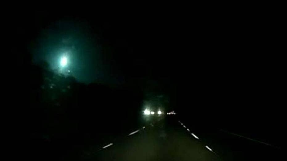 Meteor lights the night sky in Florida