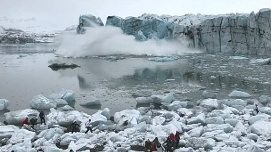Tourists in Iceland flee giant wave from glacier collapse