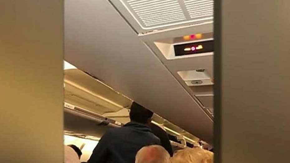 United flight makes emergency landing after cockpit screens go black