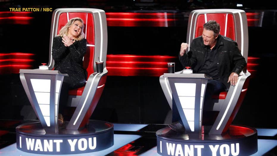 Kelly Clarkson throws shade at fellow 'The Voice' coach Blake Shelton