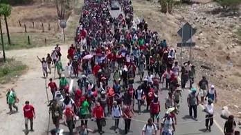 c6bee906a25730 Trump orders asylum overhaul