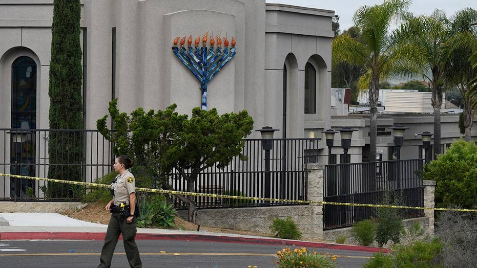 Synagogue shooting witness describes yelling and running at gunman