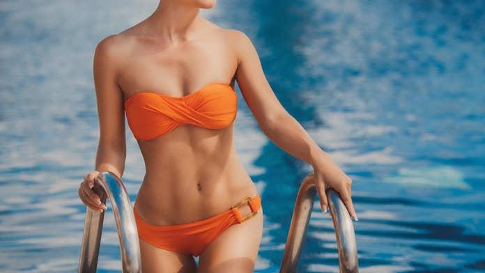 'Underboob' bikini craze back on Instagram