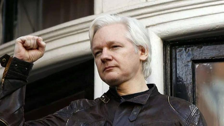 Sweden seeks to extradite Julian Assange from UK, complicating US extradition