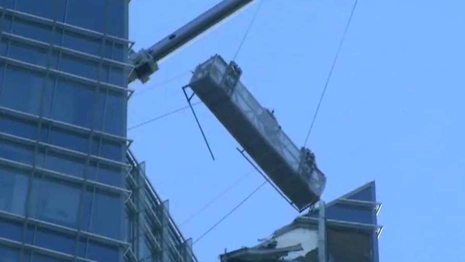 Window washers trapped in basket swinging from Oklahoma tower
