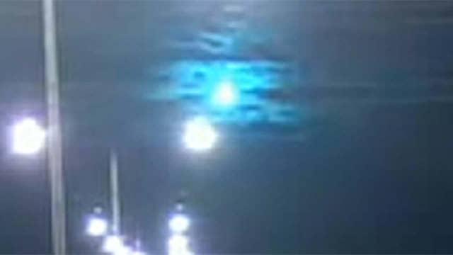 Raw video: Meteor lights up the night sky above Alice Springs, Australia