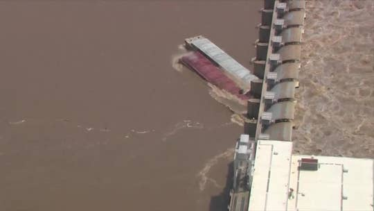 Runaway barges hit eastern Oklahoma dam amid chaotic Midwest storms