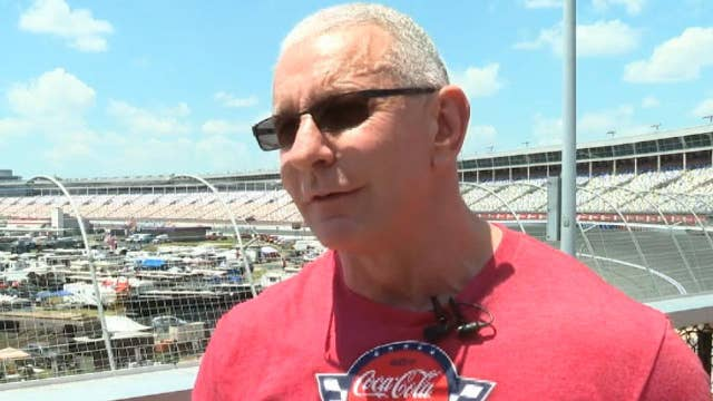 Chef Robert Irvine gives back to Gold Star families