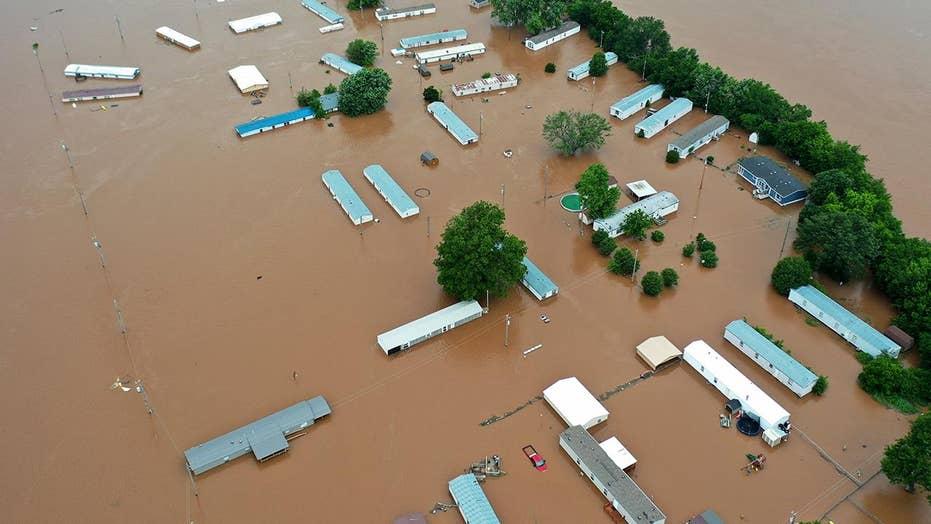 Oklahoma flooding victim says neighbors are ferrying supplies