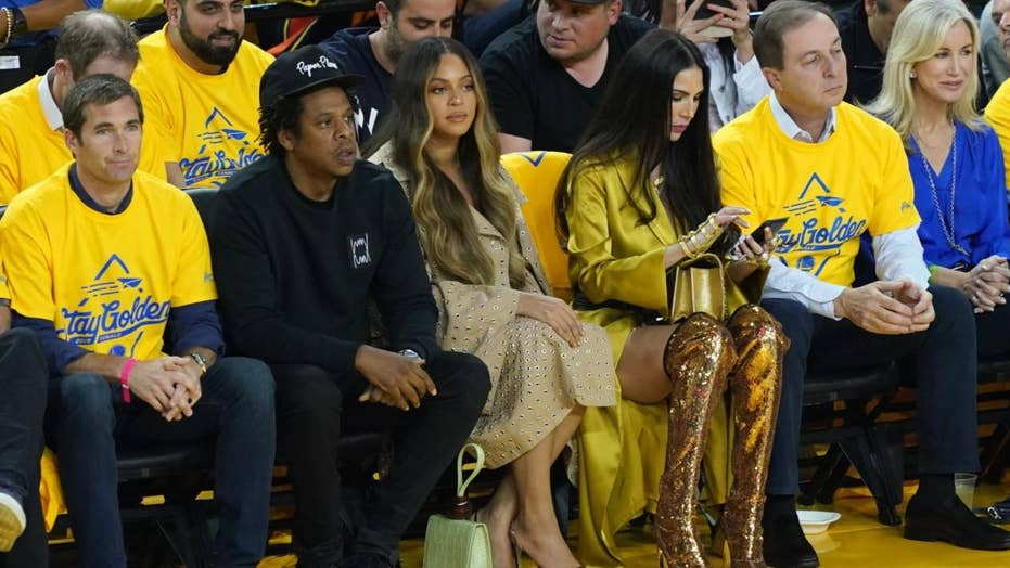 Beyoncé reacts to watching Jay-Z talk to Warriors' owner's wife