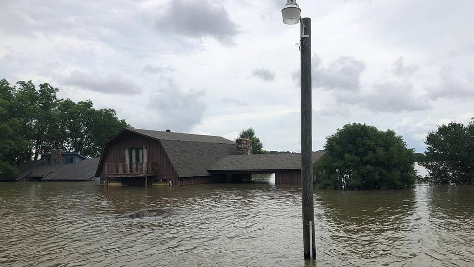 Arkansas residents assess historic flood damage
