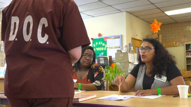 Employers turn to an unlikely group for workers: Ex-cons