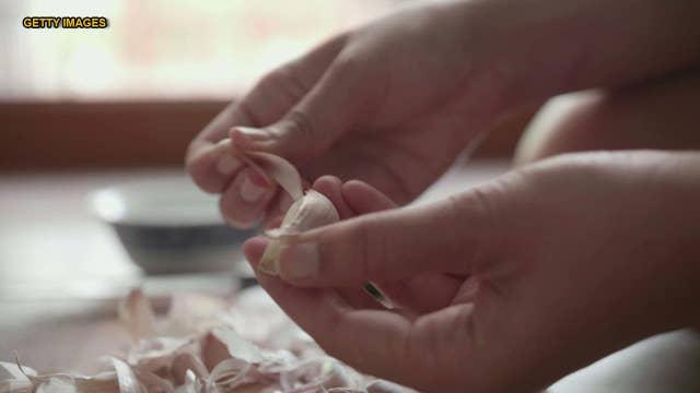 Twitter user's garlic-peeling secret mesmerizes Internet