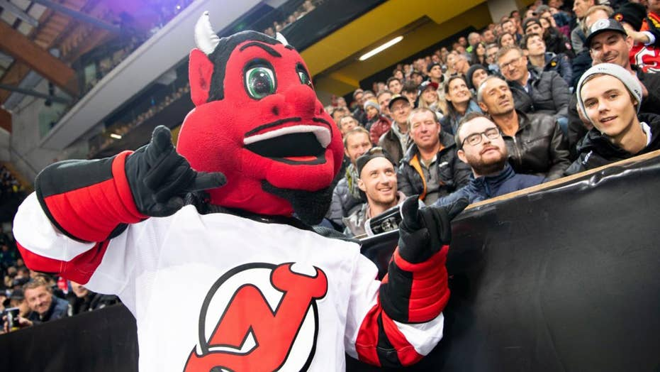 reputable site c13d9 ff228 New Jersey Devils mascot shatters window at child's birthday ...