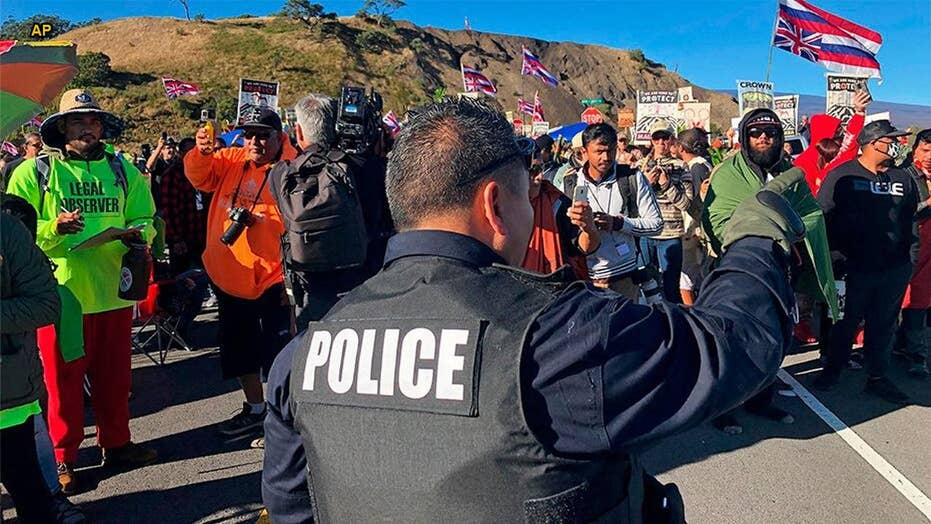Hawaiian police reportedly arresting demonstrators protesting construction of telescope