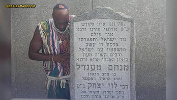 Lamar Odom brings his kids to pray at Lubavitcher Rebbe's grave: He shared 'a beautiful message of love'