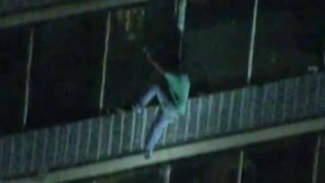 Man escapes apartment fire by scaling down 19-story building in Philadelphia
