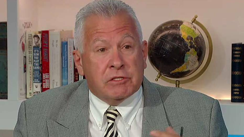Retired NYPD lieutenant says cops don't respect Mayor Bill de Blasio