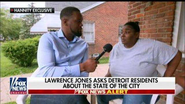 Lawrence Jones talks to Detroit residents