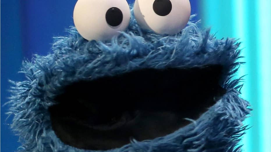 Police: Oregon man steals cookies while wearing Cookie Monster shirt