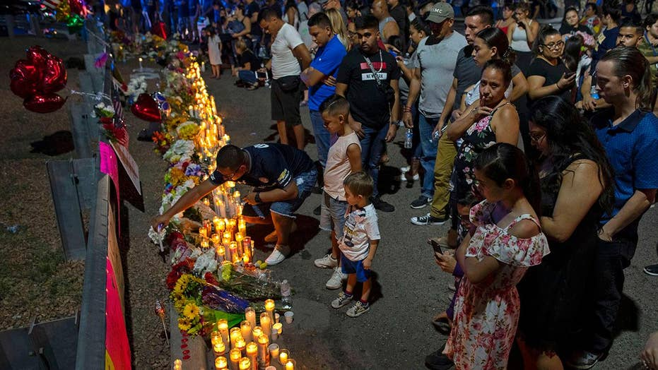 Hundreds gather to mourn the victims of El Paso mass shooting