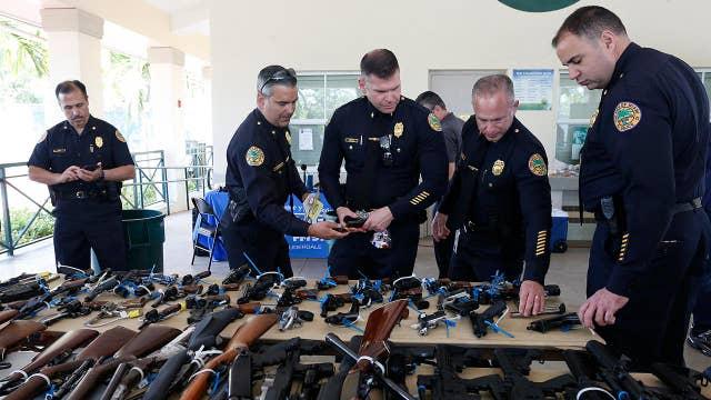 2020 Dems embrace federal gun buyback program in wake of mass shootings