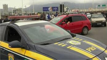 Brazil police: An armed man held dozens hostage on bus in Rio de Janeiro