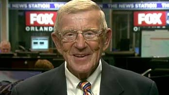 Lou Holtz on new study suggesting players respond better to angry halftime speeches