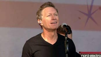 Craig Morgan performs 'The Father, My Son and the Holy Ghost'