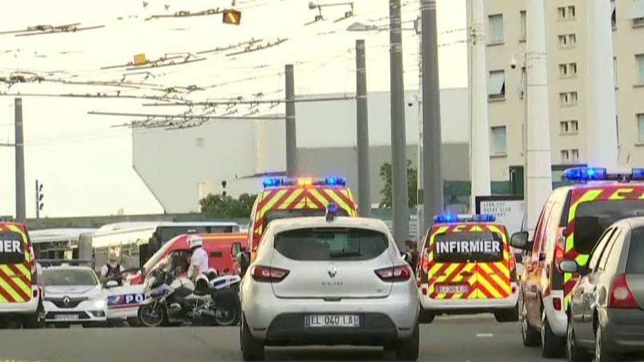 یک کشته ، شش زخمی در لیون ، فرانسه با حمله چاقو