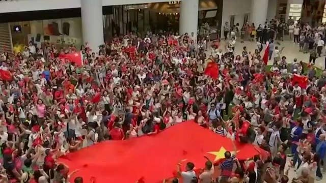 Beijing loyalists confront Hong Kong protesters
